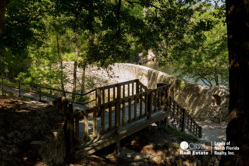 Suwannee Springs bath house and entry steps